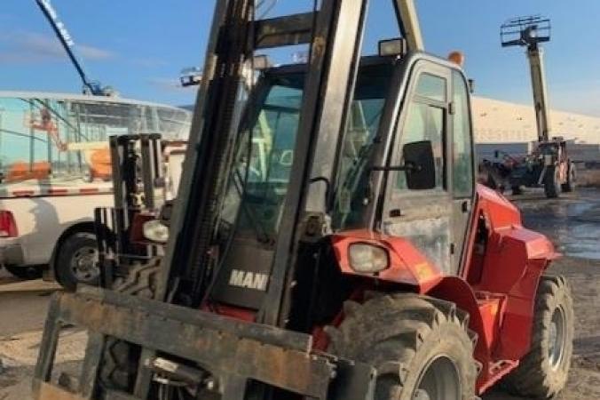 Manitou-06-Forklift,-Masted-Rough-Terrain-M50.4(1).jpg